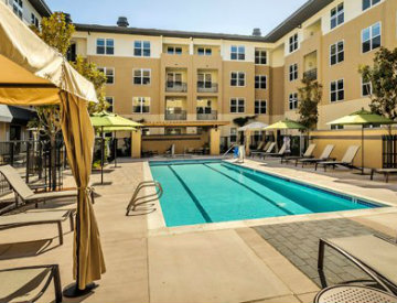 apartment in Foster City with pool